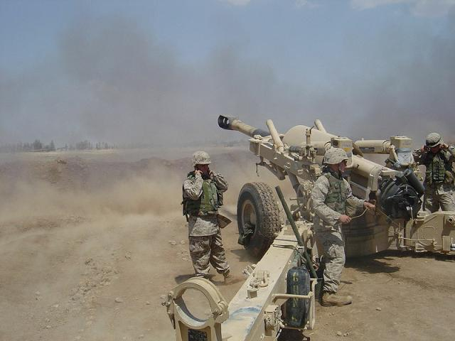 Bombarding the Shiite stronghold of Fallujah in Iraq 2004